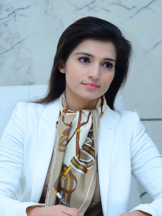 Dr. Monisha Kapoor